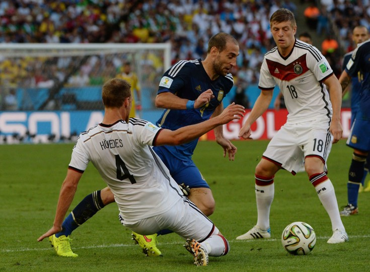 Germany's defender Benedikt Hoewedes (L) challenges Argentina's defender Pablo Zabaleta (C) during the 2014 FIFA World Cup final football match between Germany and Argentina at the Maracana Stadium in Rio de Janeiro on July 13, 2014. (Pedro Ugarte/AFP/Getty Images)