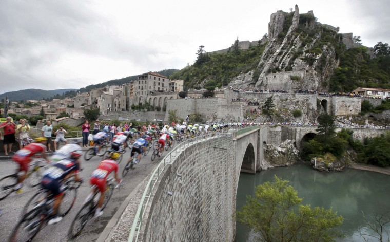 The pack of riders cross a bridge during the 15th stage of the Tour de France cycle race between Tallard and Nimes, July 20, 2014. (Christian Hartmann /Reuters)