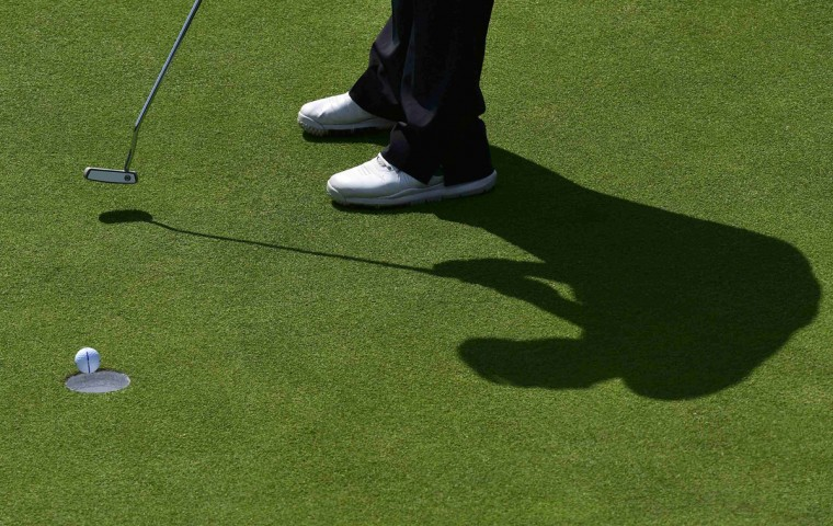 Dong-Kyu Jang of South Korea putts on the 15th green during the first round of the British Open Championship at the Royal Liverpool Golf Club in Hoylake, northern England July 17, 2014. (Toby Melville/Reuters)