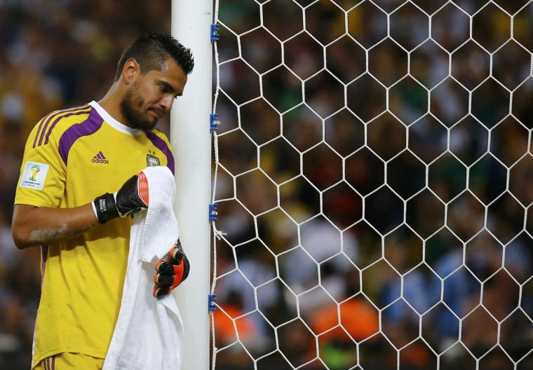 Argentina's goalkeeper Sergio Romero reacts to his team's loss to Germany at the end of their 2014 World Cup final at the Maracana stadium in Rio de Janeiro July 13, 2014. (Kai Pfaffenbach/Reuters)