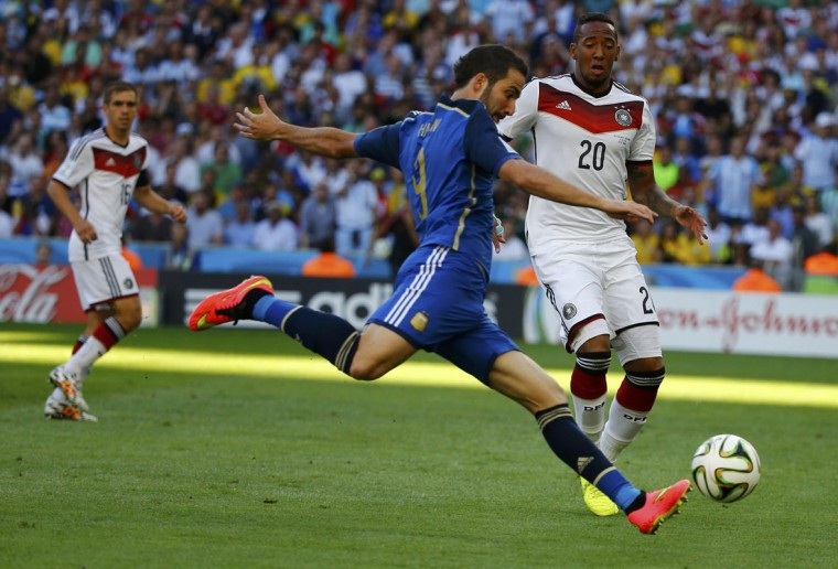 Argentina's Gonzalo Higuain (C) attempts to shoot past Germany's Jerome Boateng during their 2014 World Cup final at the Maracana stadium in Rio de Janeiro July 13, 2014. (Damir Sagolj/Reuters)