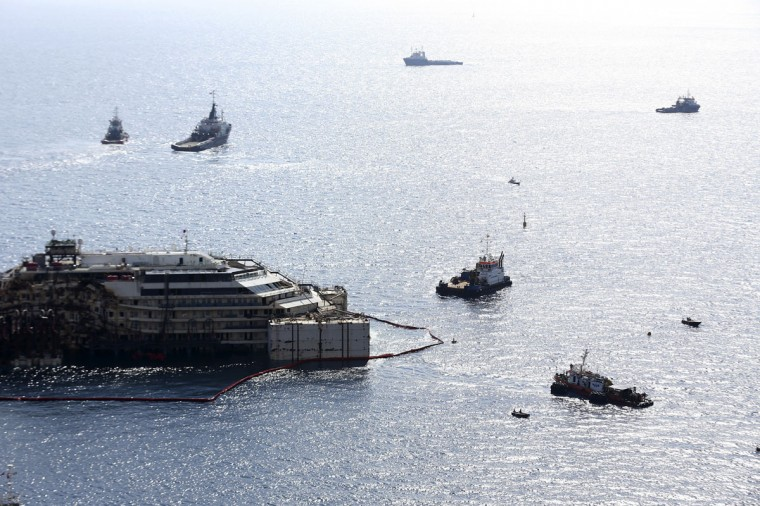 Cruise liner Costa Concordia is surrounded by tugboats during a refloat operation at Giglio harbor at Giglio Island July 14, 2014. (REUTERS/Alessandro Bianchi)