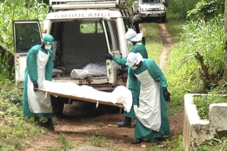 Health workers carry the body of an Ebola virus victim in Kenema, Sierra Leone, on June 25, 2014. The Ebola outbreak has killed 467 people in Guinea, Liberia and Sierra Leone since February, making it the largest and deadliest ever, according to the World Health Organization (WHO). (REUTERS/Umaru Fofana)