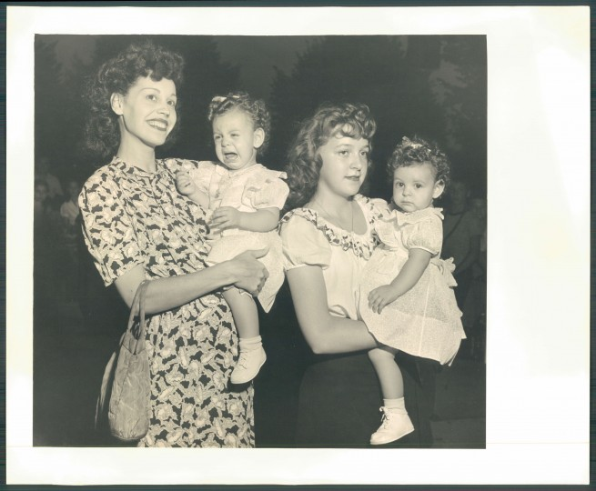 These twins were showing off their emotions at the 1948 Twin Contest. (Baltimore Sun file)