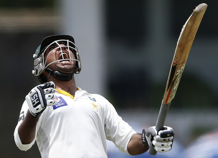 Pakistan's Sarfraz Ahmed celebrates his century during the third day of their second and final test cricket match against Sri Lanka in Colombo August 16, 2014. REUTERS/Dinuka Liyanawatte