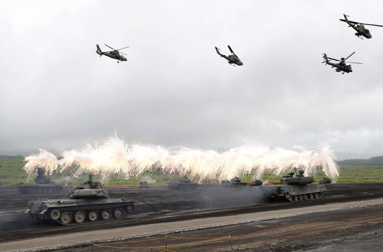 Japanese Ground Self-Defense Force armoured tanks fire during an annual training session near Mount Fuji at Higashifuji training field in Gotemba, west of Tokyo, August 19, 2014. (REUTERS/Yuya Shino)