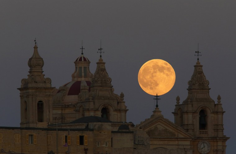 The supermoon rises behind the cathedral in Mdina, Malta's ancient capital city, in the centre of the island, August 10, 2014. The astronomical event occurs when the moon is closest to the Earth in its orbit, making it appear much larger and brighter than usual. (Darrin Zammit Lupi/Reuters)