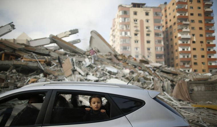 A Palestinian boy looks out a car window driving past the rubble of a residential tower, which witnesses said was destroyed in an Israeli air strike in Gaza City August 24, 2014. Egypt called on Israel and the Palestinians on Saturday to halt hostilities and resume peace talks, but both sides kept up attacks, including the Israeli air strike which destroyed the residential tower block in the centre of Gaza City. (Mohammed Salem/Reuters)
