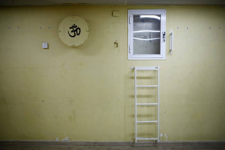 A wall with a painted sign is seen in a bomb shelter in the Israeli southern city of Ashkelon July 31, 2014. Israel declared a Gaza ceasefire over on Friday, saying Hamas militants breached the truce soon after it came in effect and apparently captured an Israeli officer while killing two other soldiers. The 72-hour break announced by U.S. Secretary of State John Kerry and U.N. Secretary-General Ban Ki-moon was the most ambitious attempt so far to end more than three weeks of fighting, and followed mounting international alarm over a rising Palestinian civilian death toll. Picture taken July 31, 2014. (Amir Cohen/Reutrs)