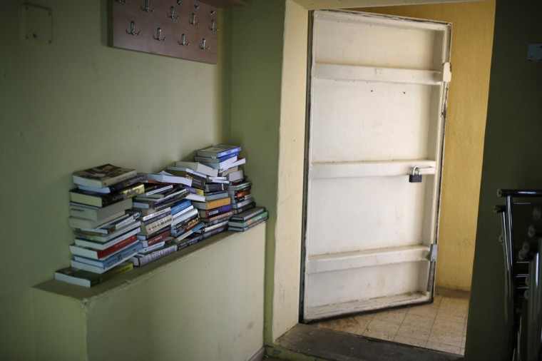 Books are seen on a shelf at the entrance to a bomb shelter in the Israeli southern city of Ashkelon July 31, 2014. Israel declared a Gaza ceasefire over on Friday, saying Hamas militants breached the truce soon after it came in effect and apparently captured an Israeli officer while killing two other soldiers. The 72-hour break announced by U.S. Secretary of State John Kerry and U.N. Secretary-General Ban Ki-moon was the most ambitious attempt so far to end more than three weeks of fighting, and followed mounting international alarm over a rising Palestinian civilian death toll. Picture taken July 31, 2014. (Amir Cohen/Reutrs)