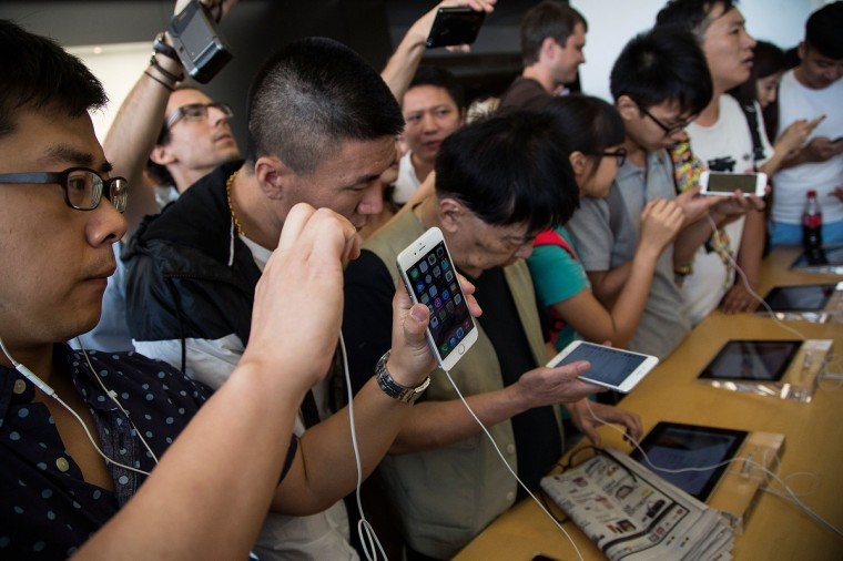 Customers look at the new iPhones on display at the launch of the new Apple iPhone 6 and iphone 6 plus Shoppers at the Apple IFC store on September 19, 2014 in Hong Kong, China check out the new iPhone 6. iPhone at Mongkok on September 19, 2014 in Hong Kong, China. Lam Yik Fei/Getty Images