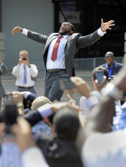 Ray Lewis does his dance one more time for fans after the unveiling of a statue of himself at M&T Bank Stadium. Baltimore Ravens unveil the bronze Ray Lewis statue outside of M&T Bank Stadium. The statue is twelve hundred pounds and stands nine feet tall. Fred Kail was the artist and it took eleven months to make. (Lloyd Fox/Baltimore Sun)