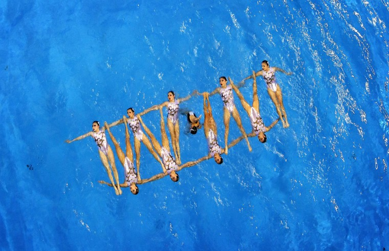 Gold medalists of China perform their Synchronised Swimming Free Combination routine at the Munhak Park Tae-hwan Aquatics Center during the 17th Asian Games in Incheon September 23, 2014. (Tim Wimborne/Reuters)