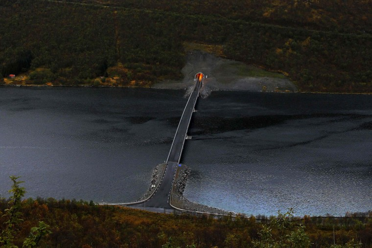 A bridge connects parts of Senja island over a fiord, north of the Arctic Circle in Norway September 29, 2014. (REUTERS/Yannis Behrakis)