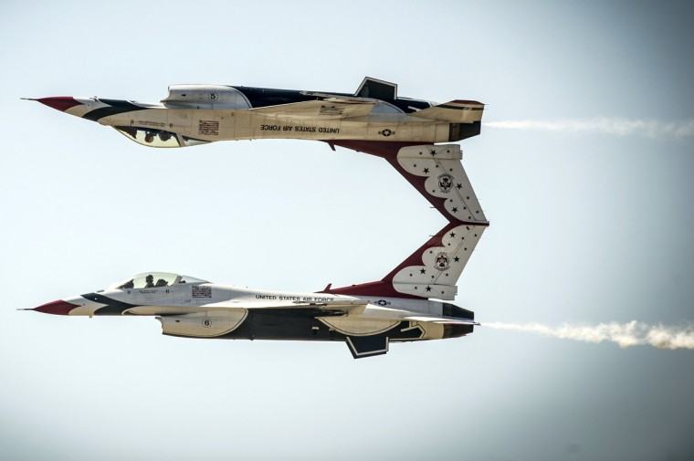 U.S. Air Force pilots with the Thunderbirds perform the calypso pass maneuver in F-16 Fighting Falcon aircraft during a practice session prior to the Gunfighter Skies air show at Mountain Home Air Force Base, Idaho. (US Air Force/Tech. Sgt. Manuel J. Martinez/Handout via Reuters)