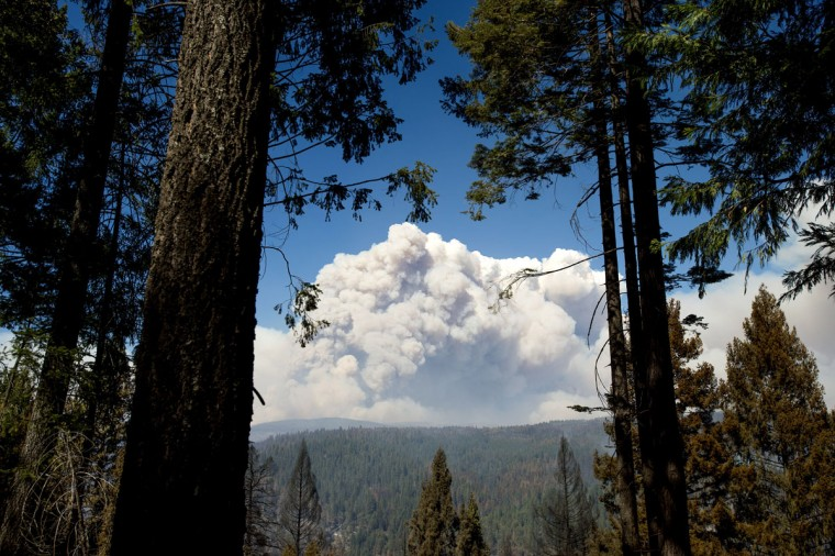 Smoke from the King Fire billows above Pollock Pines, California on September 17, 2014. (REUTERS/Noah Berger)
