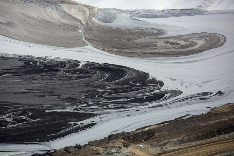 A tailings pond near the Syncrude tar sands operations near Fort McMurray, Alberta. Syncrude currently produces 350,000 barrels per day of high quality light, low sulphur crude oil according to company reports. Picture taken September 17, 2014. (REUTERS/Todd Korol)