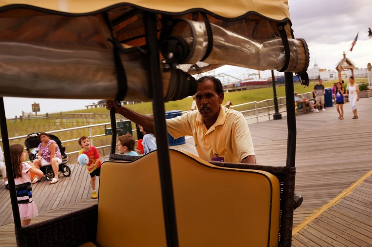 A push-cart worker waits for customers along the boardwalk in Atlantic City on July 29, 2014 in Atlantic City, New Jersey. Several of Atlantic City's 11 casinos have announced plans to close, gone bankrupt or closed leaving thousands of residents without jobs. (Photo by Spencer Platt/Getty Images)