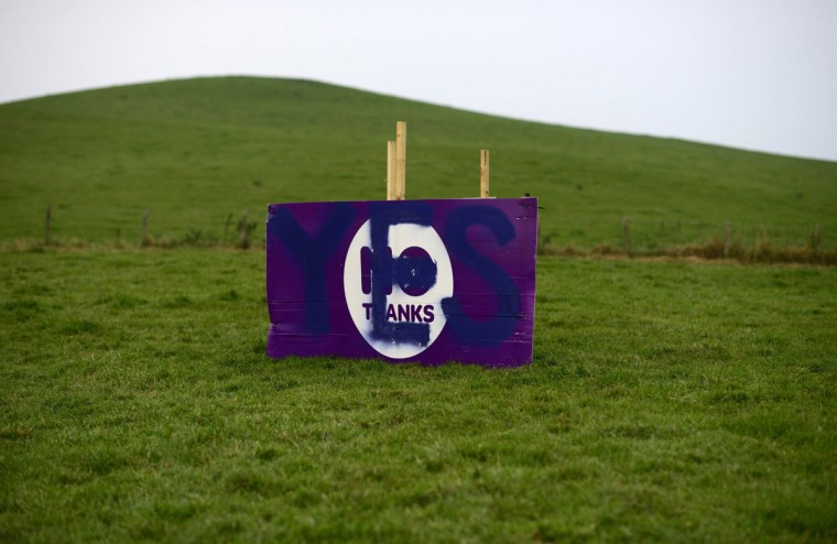 "A ""No"" campaign poster is seen in a field after being vandalized by a ""Yes"" supporter on the outskirts of Edinburgh, Scotland on September 11, 2014. (REUTERS/Dylan Martinez)"
