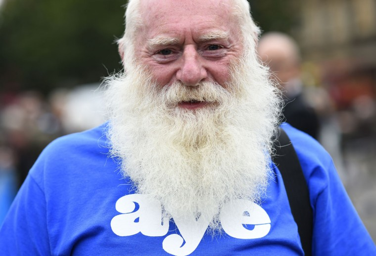 A 'Yes' campaigner stands outside a campaign rally in Glasgow, Scotland on September 17, 2014. (REUTERS/Dylan Martinez)