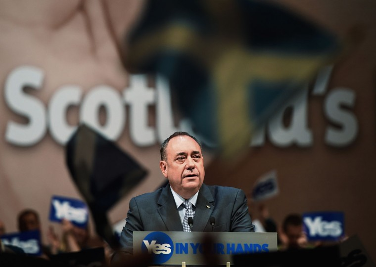 Scotland's First Minister Alex Salmond speaks at a 'Yes' campaign rally in Perth, Scotland on September 17, 2014. (REUTERS/Dylan Martinez)
