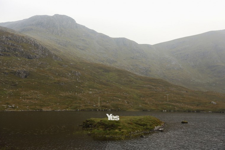 """A """"Yes"""" campaign poster is displayed on the Isle of Lewis in the Outer Hebrides on September 13, 2014. (REUTERS/Cathal McNaughton)"""
