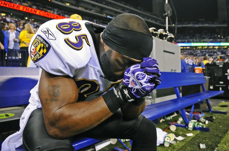 After the Ravens lost to the Colts in the 2010 AFC Championship game, Derrick Mason sits dejectedly on the bench. (Kenneth K. Lam/Baltimore Sun)