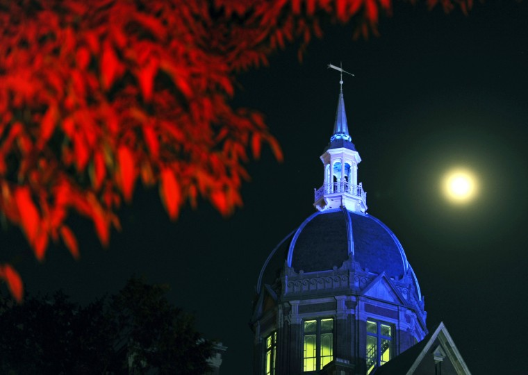 The signature dome of Johns Hopkins Hospital is lit in blue throughout the night in honor of prostate cancer awareness week in September 2010. (Kenneth K. Lam/Baltimore Sun)