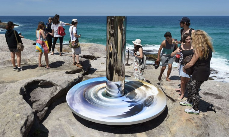 """A sculpture by artist Linda Matthews of Australia titled """"Coastal totem"""" overlooks Sydney's coastline as artists from 16 countries prepare their works for the upcoming Sculpture by the Sea exhibition, on October 23, 2014. (William West/AFP/Getty Images)"""
