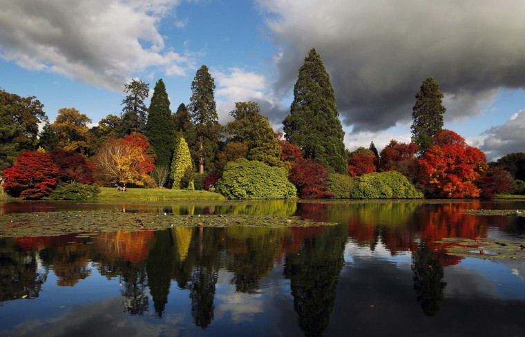 Autumn colours are reflected in a pond at Sheffield Park Garden near Haywards Heath in southern England October 20, 2014. (Luke MacGregor/Reuters)