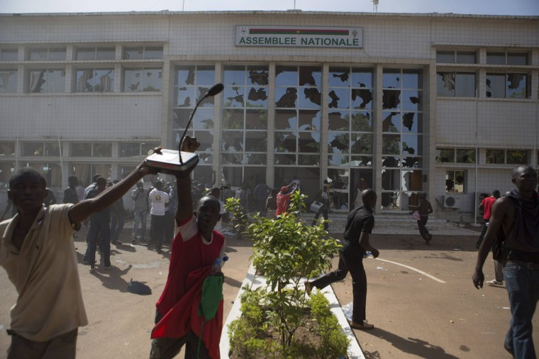 Anti-government protesters loot the parliament building in Ouagadougou, capital of Burkina Faso, October 30, 2014. Tens of thousands of protesters demanding the ousting of Burkina Faso's veteran President Blaise Compaore faced off with security forces outside the presidential palace after burning parliament and ransacking state television on Thursday. REUTERS/Joe Penney