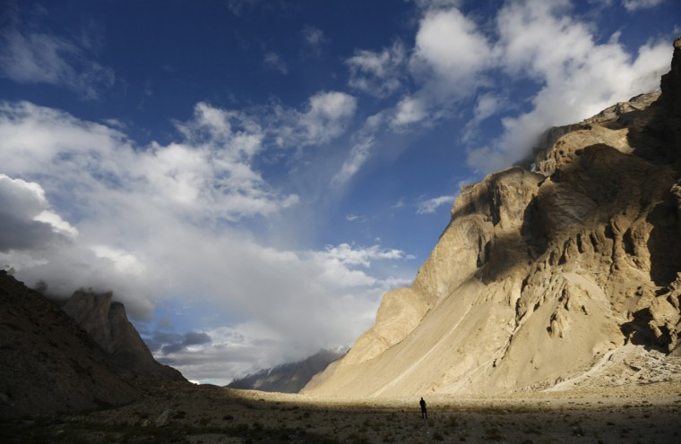 A trekker stands in the valley of the Braldu River at Bardoumal along the K2 base camp trek in the Karakoram mountain range in Pakistan August 29, 2014. (Wolfgang Rattay/Reuters)