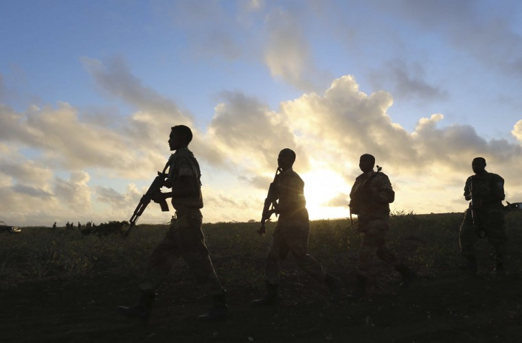 Somalia's army soldiers make their way to the town of Barawe at dawn during the second phase of Operation Indian Ocean October 4, 2014. Somalia's army and African troops deployed forces on Monday inside the strategic port which they retook from Islamist rebels at the weekend, promising residents they would be protected. The force of African Union peacekeepers and the Somali National Army said on Sunday they had driven out al Shabaab militants without a fight from Barawe, a stronghold used by rebels to ship in guns and generate cash from charcoal exports. Pictures taken October 4, 2014 (REUTERS/Feisal Omar)