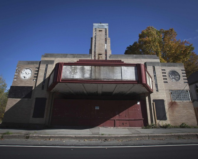 An abandoned business is pictured in the Catskills region of New York October 5, 2014. (Carlo Allegri/Reuters)