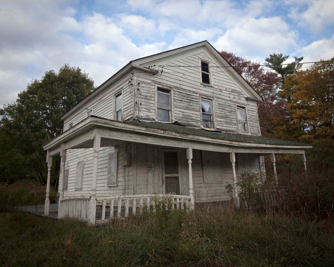 An abandoned house is pictured in the Catskills region of New York October 5, 2014. (Carlo Allegri/Reuters)