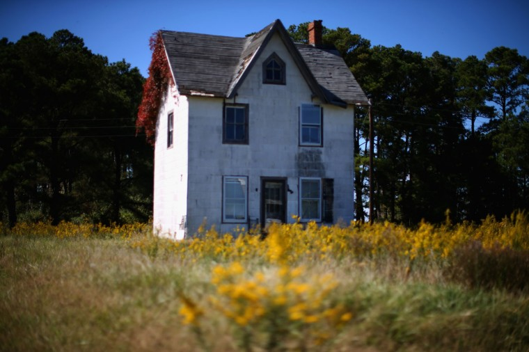 An old house sits vacant and dilapidated October 8, 2014 in Hoopers Island, Maryland. Several islands in the Chesapeake Bay region are slowly eroding away as sea levels are projected to rise several feet over the next century. (Photo by Mark Wilson/Getty Images)