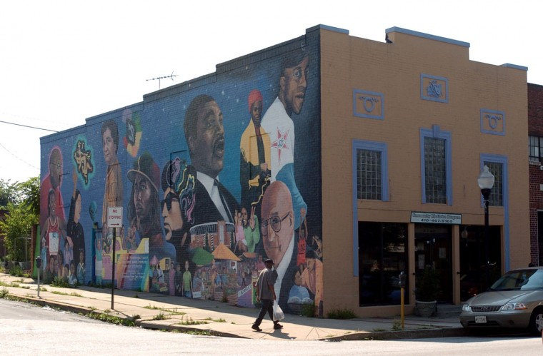 8/4/04: A beautiful mural adorns the Safe & Smart Center at 3333 Greenmount. (André F. Chung/Baltimore Sun)