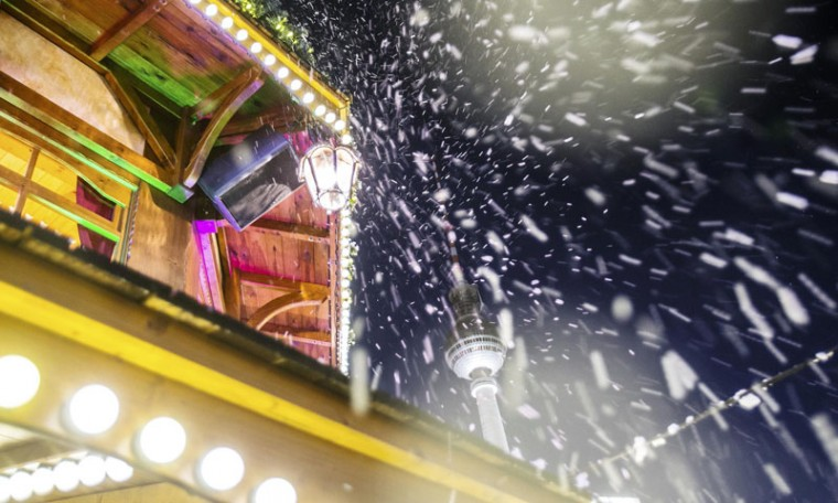Artificial snow is pictured against the television tower at the Christmas market at Alexanderplatz square in Berlin November 24, 2014. (Hannibal Hanschke/Reuters)