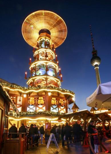 People visit the Christmas market at Alexanderplatz square in Berlin November 24, 2014. (Hannibal Hanschke/Reuters)