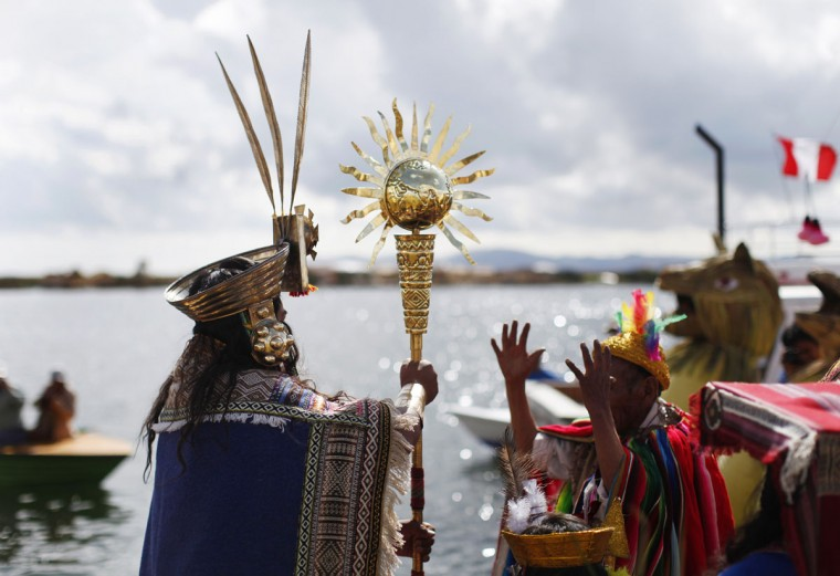 An Andean actor holds a golden staff during a re-enactment of the legend of Manco Capac and Mama Ocllo in a Uros island at Lake Titicaca in Puno on November 5, 2014. (REUTERS/Enrique Castro-Mendivil)