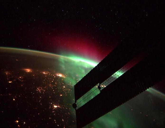 An incredible northern aurora on the morning of September 24. (Reid Wiseman/NASA)