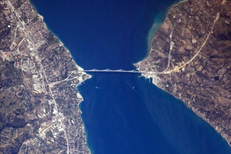 Wiseman wrote on his Twitter page that this was a beautiful bridge in what he believed to be Greece. (Reid Wiseman/NASA)