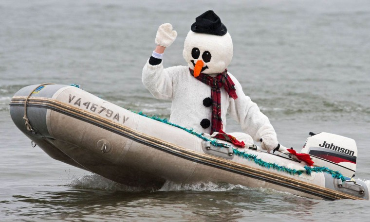 Frosty the Snowman navigates up the Potomac River in a dinghy off Old Town Alexandria, Virginia. (Paul J. Richards/Getty Images)