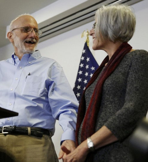 Alan Gross holds hands with his wife Judy while addressing a news conference in Washington hours after his release from Cuba on December 17, 2014. Cuba released Gross after five years in prison in a reported prisoner exchange. REUTERS/Gary Cameron