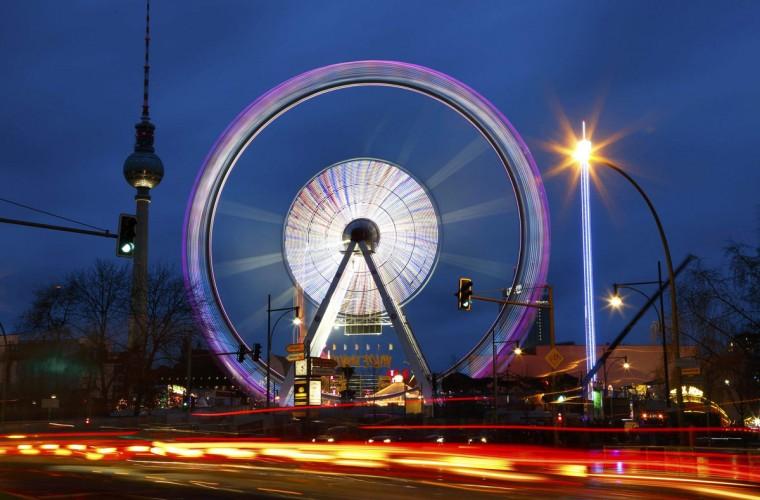 A Ferris wheel is pictured at a Christmas market in Berlin December 22, 2014. (Pawel Kopczynski/Reuters)