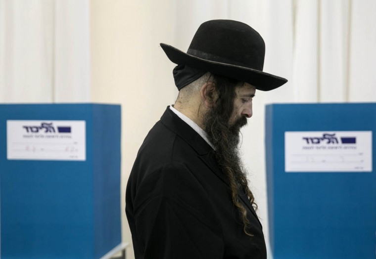 A voter registers before casting his ballot for the Likud primary at a polling station in Jerusalem December 31, 2014. Israeli Prime Minister Benjamin Netanyahu is widely expected to retain the helm of the conservative Likud party ahead of Israel's March 17 general election. (Baz Ratner/Reuters photo)