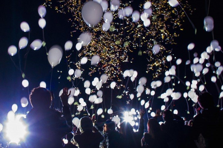 People release balloons during New Year celebrations in Tokyo January 1, 2015. REUTERS/Thomas Peter