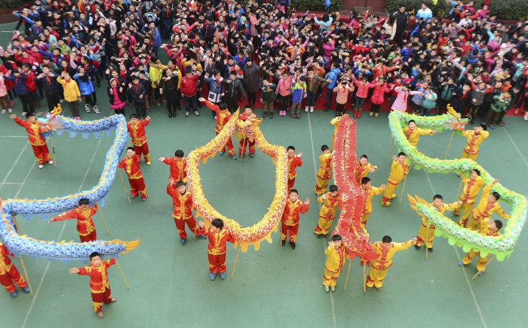 "Students with dragon dance props form ""2015"" to welcome the upcoming New Year at an art school in Hefei, Anhui province, December 31, 2014. REUTERS/Stringer"