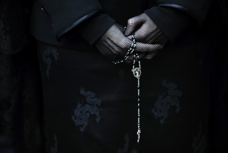 """A penitent takes part in the procession of the """"Silencio y la Santa Cruz"""" brotherhood during Holy Week in Oviedo, northern Spain, in this April 15, 2014 file photo. REUTERS/Eloy Alonso"""