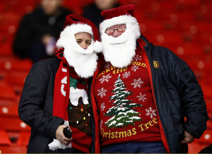 Manchester United fans arrive in a festive mood ahead of the English Premier League soccer match between Southampton and Manchester United at St Mary's Stadium in Southampton, southern England December 8, 2014. (Andrew Winning /Reuters)